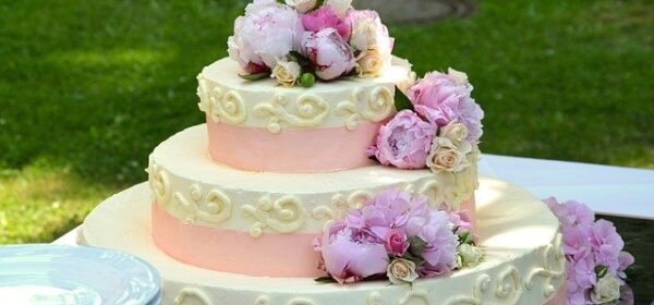 Wedding Cakes 101 – How to Choose an Outrageously Yummy Cake